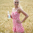Young woman with bottle of water — Stockfoto