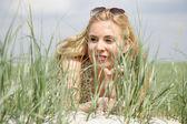 Giovane donna in natura — Foto Stock