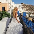 Runaway bride in a wedding dress in Santorini in Greece — Stock Photo