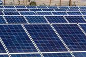 太陽電池パネルと再生可能エネルギー — ストック写真