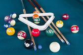 бильярдные шары на столе. — Стоковое фото