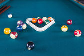 Bolas de billar en mesa. — Foto de Stock