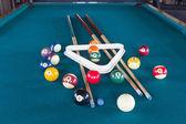 Kulečníkové koule na stole. — Stock fotografie