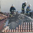 Постер, плакат: Firefighters try to extinguish the fire at a scorched floor flat