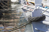 Mooring bollard with heavy duty mooring ropes — Stock Photo
