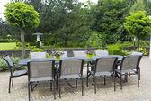 Patio furniture in a beautiful garden. — Stockfoto