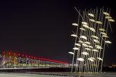 Thessaloniki umbrellas sculpture at night, Greece — Stock fotografie