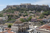 Plaza monastiraki y la acrópolis de atenas, grecia. — Foto de Stock