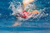 Makedonian pływanie wyścigu Grecja. skupić się na wodzie — Zdjęcie stockowe