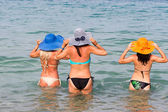 Back View of young ladies getting into tropical sea in summer ha — Stock Photo