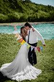 """微笑新婚夫妇""""婚只是""""标志 — 图库照片"""