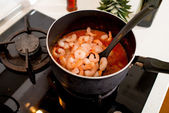 Cooking shrimp in the pan on the gas stove at the kitchen — Stock Photo