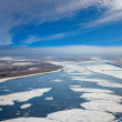 Floating ice floes are drifting on the great river — Stock Photo