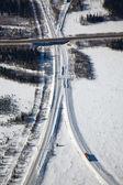 Venkovské silnici během zimního dne. — Stock fotografie