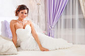 Bruid op bed — Stockfoto