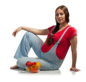 Pregnant woman with vegetables and fruits — Foto de Stock