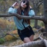 Beautiful girl posing in the park — Stock Photo