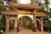 большой зал будды с пагода гигант диких гусей в сумерках — Стоковое фото