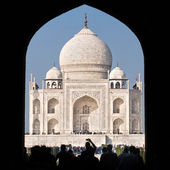 Tourists entering the Taj Mahal complex in Agra, India — Stock Photo