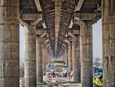 The main bridge crossing the massive Khumb Mela 2013 festival in Allahabad, India. — Stock Photo