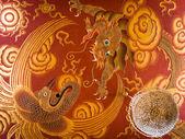 チベットの仏教寺院で龍と孔雀のイラスト — ストック写真