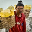 Sulfur Miner at Kawah Ijen Volcano in East Java, indonesia — Stock Photo