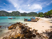 Long-tail Boats on the Shore of Ko Phi Phi Island, Thailand — Stock Photo
