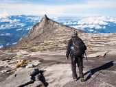Hiker Walking at the Top of Mount Kinabalu in Sabah, Malaysia — Stock Photo