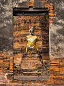 Ancient Buddha Statue at Ruined Temple, Ayutthaya, Thailand — Stockfoto