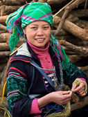Black Hmong Woman Wearing Traditional Attire, Sapa, Vietnam — Stock Photo