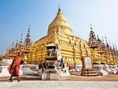 Buddhist Monk at Shwezigon Pagoda, Bagan, Myanmar — Stock Photo