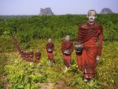 Budist rahipler ormanı, mawlamyine, myanmar heykelleri — Stok fotoğraf