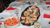 Boiled shrimps and stuffed crab — Stock Photo