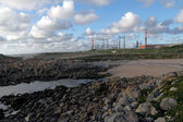 Oil refinery by the sea — Stockfoto