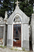 Abandoned cemetery chapel — Stock Photo