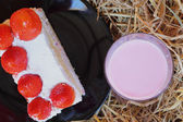 Strawberry Cake - Milk Smoothie Strawberry berry. — Stock Photo