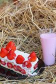 Strawberry Cake - Milk Smoothie Strawberry berry. — Stock Photo
