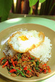 Basil Fried Rice with minced meat - fried egg. — Stockfoto