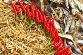 Dry fish in the market and chili red. — Stock fotografie