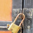 Old rusty padlock on  door closeup — Stock Photo