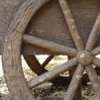 Wagon wheel  old - western style. — Stock Photo