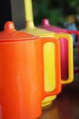 Renkli seramik çaydanlık seti. — Stok fotoğraf