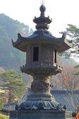 Grande vecchia lanterna d'epoca post seoraksan corea. — Foto Stock