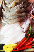Fresh squid and fresh shrimp with garnish for soup. — Stock Photo