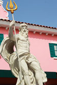Cupids Statue - with pink buildings. — Stock Photo