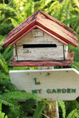 Mail box vintage style with green ferns. — 图库照片