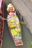 Fruit, banana and other fruit in the floating market. — Foto de Stock