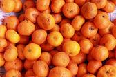 Oranžové ovoce na trhu — Stock fotografie