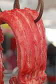 Carne de porco fresca no mercado — Fotografia Stock