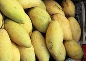 Ripe mango in the market — Stock Photo
